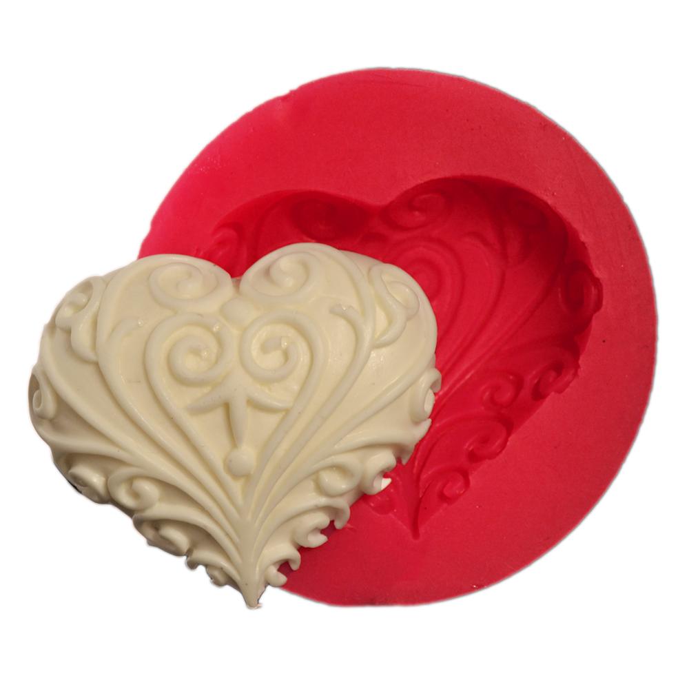 Cesil Çizgili Kalp Silikon Kalıbı (5,5*6cm)